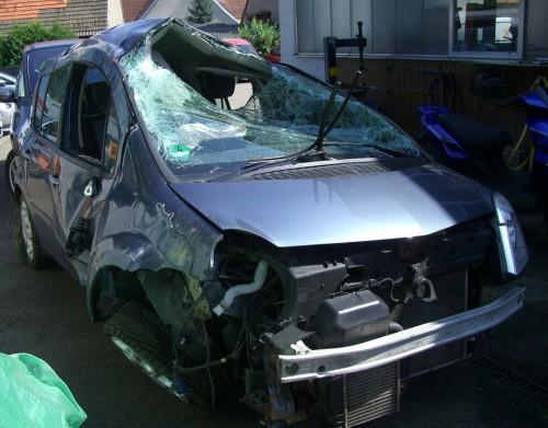 schade checken auto